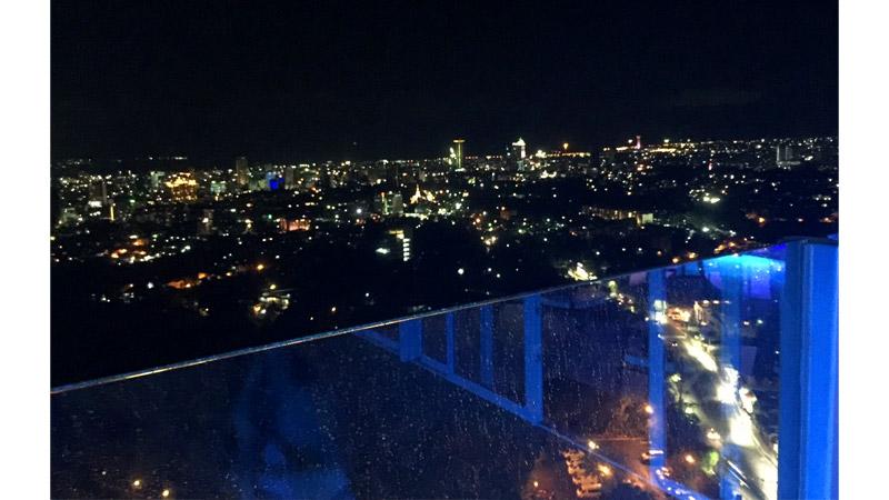 マルコポーロホテル最上階Barから観るサンセット